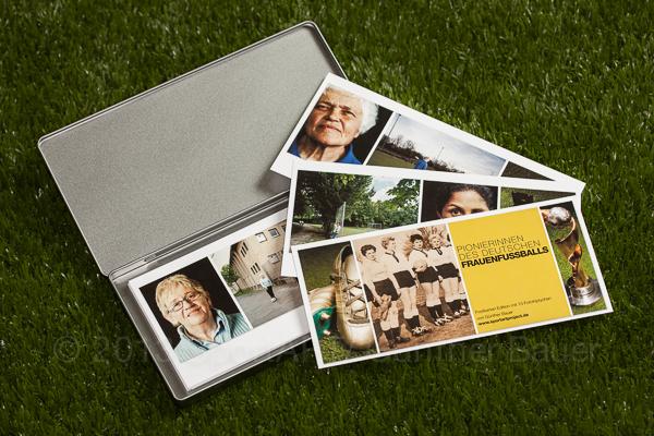 """SportART Postkarten-Edition 2013 mit 13 Fototriptychen der Ausstellung """"Pionierinnen des deutschen Frauenfußballs"""""""