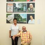 Pionierin der ersten Stunden  Martina Hertel, geb. Arzdorf mit ihrem Trainer Heinz Schweden vor den Triptychen der Multimediaausstellung von Guenther Bauer