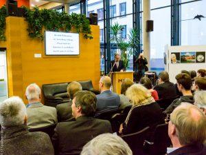 Ausstellungseröffnung durch Landrat Erich Pipa und der ehemaligen Fußballnatioanlspielerin Pia Wunderlich