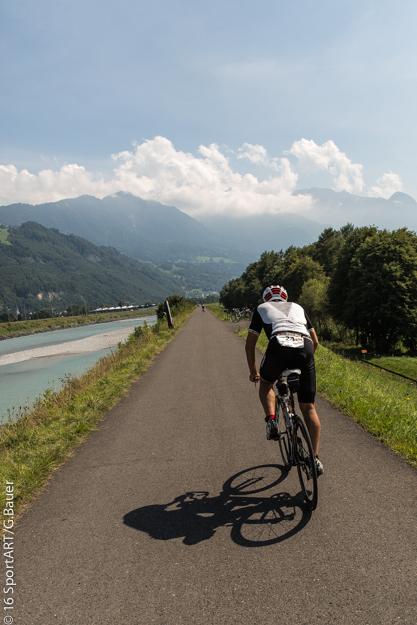 Noch einmal die Radstrecke auf dem Rheindamm mit einem tollen Panorama genießen