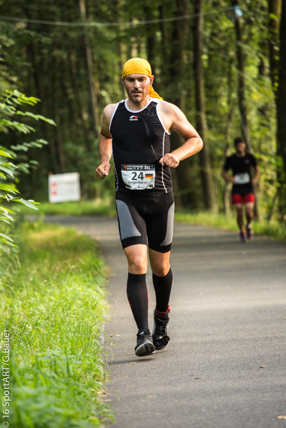 Der vegane Extremsportler Stefan Chares beim Deca Ultratriathlon in Buchs/ Schweiz